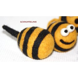 Felt bees big and small Body