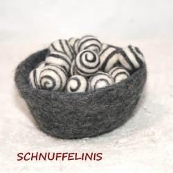 Filzkugeln mit Spiralen 38...