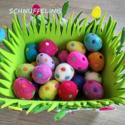 Felt Eggs XL with dots