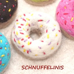 felted donuts 01 snow